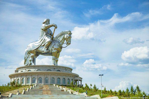 chinggis khaan statue