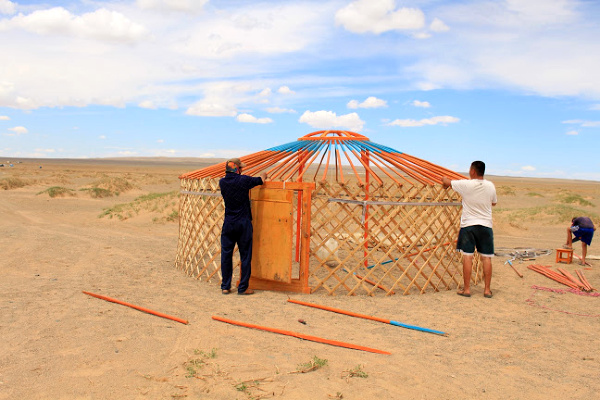 building Ger in gobi desert
